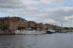 I palazzi ottocenteschi fronteggiano le acque limpide del mare