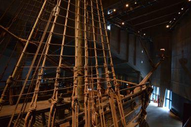 Il maestoso relitto della barca esposta nel museo