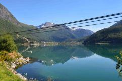 Riflessi perfetti nelle acque dell'Innvikfjorden