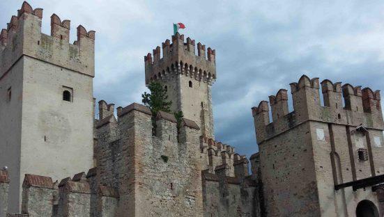 Il maschio e le torri merlate del castello