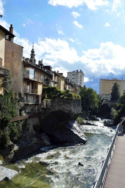 Il fiume Mera e le case del centro storico
