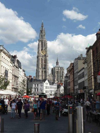 L'altissima torre della cattedrale di Anversa