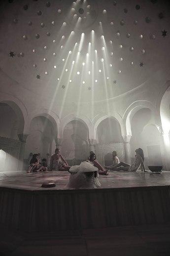 La piattaforma centrale riscaldata dove vengono effettuati i massaggi