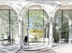 Il foyer di ingresso, ricavato nell'originario porticato
