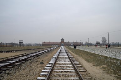 L'ingresso e la ferrovia a Birkenau