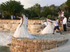 Lo stuolo di spose in posa a Pamukkale