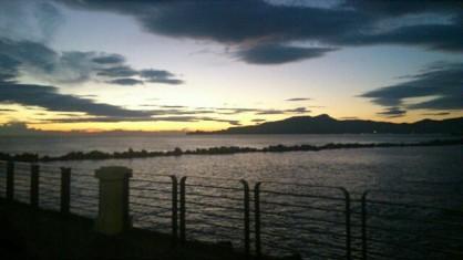 La vista sul promontorio di Portofino dalla Piazzetta dei Pescatori