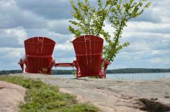 Sedie rosse al Thousand Islands Park